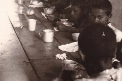 Saganeiti-il-refettorio-dei-piccoli-orfani