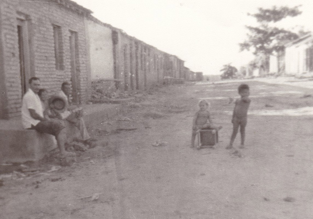 Alto Alegre 1981. Una famiglia che attende il camion
