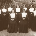 Madre Anacleta con in gruppo delle prime missionarie 1937 (recto)