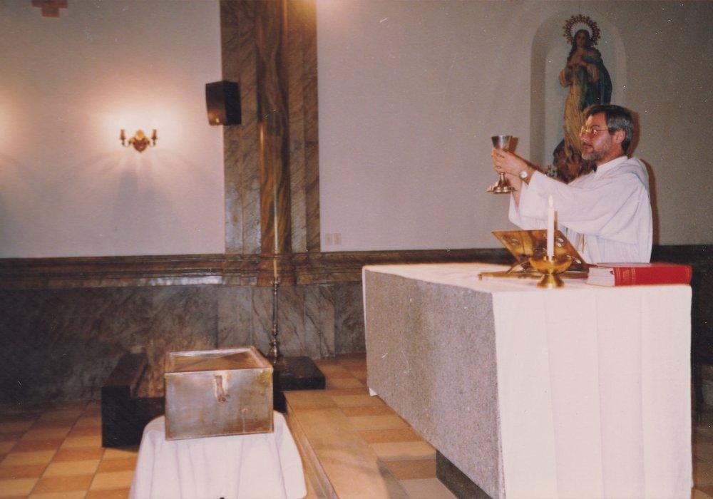 Montevideo 1993. La reposizione dei resti nella tomba