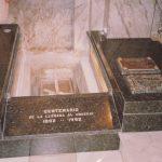 Montevideo 1993. L'urna deposta nella tomba