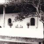 Casa delle Suore (part.) il cortile e le finestrelle del coro
