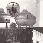 Urne dei martiri (a destra quella delle Suore)