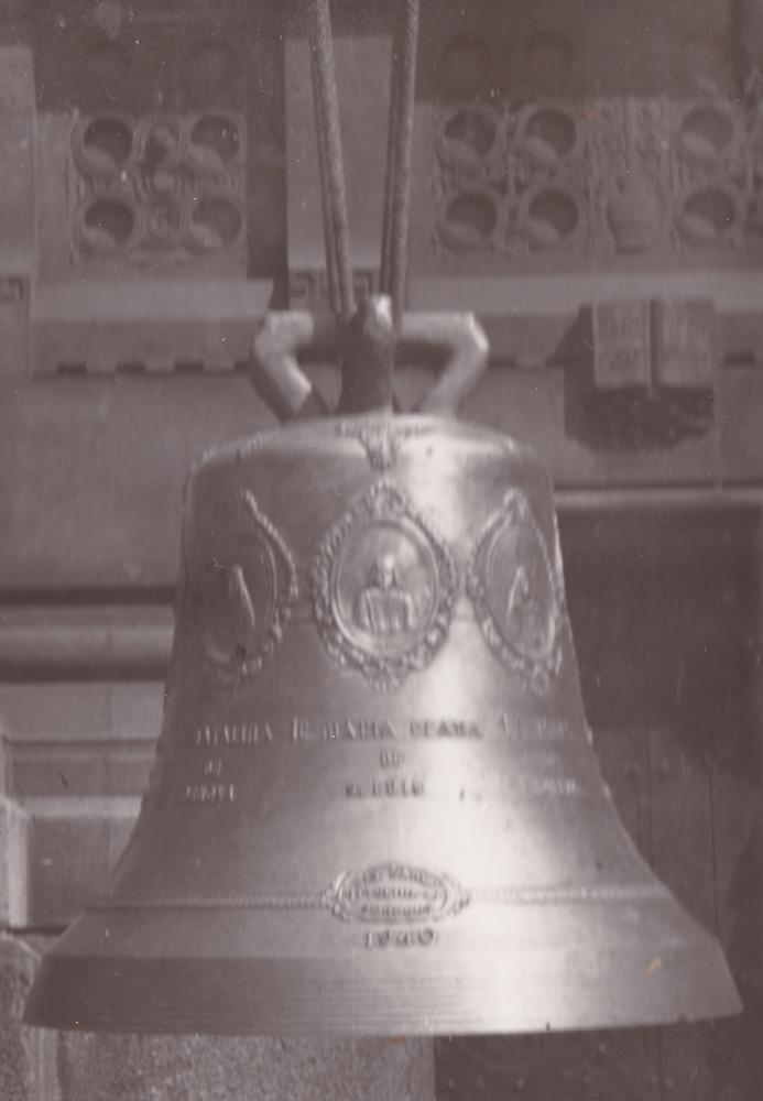 La campana in memoria delle sette Terziarie Cappuccine martiri di Alto Alegre. Vi sono incisi i nomi e la fisionomia di ognuna.
