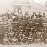 Gruppo delle Sorelle martiri con le bambine e le ragazze della colonia
