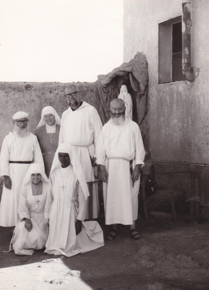 (da sinistra) P. Glisente, sr. Dalmazia, p. Pasquale Rywalski , p. Luca (in basso) sr. Luciana e una Novizia (Dellé, 1970)